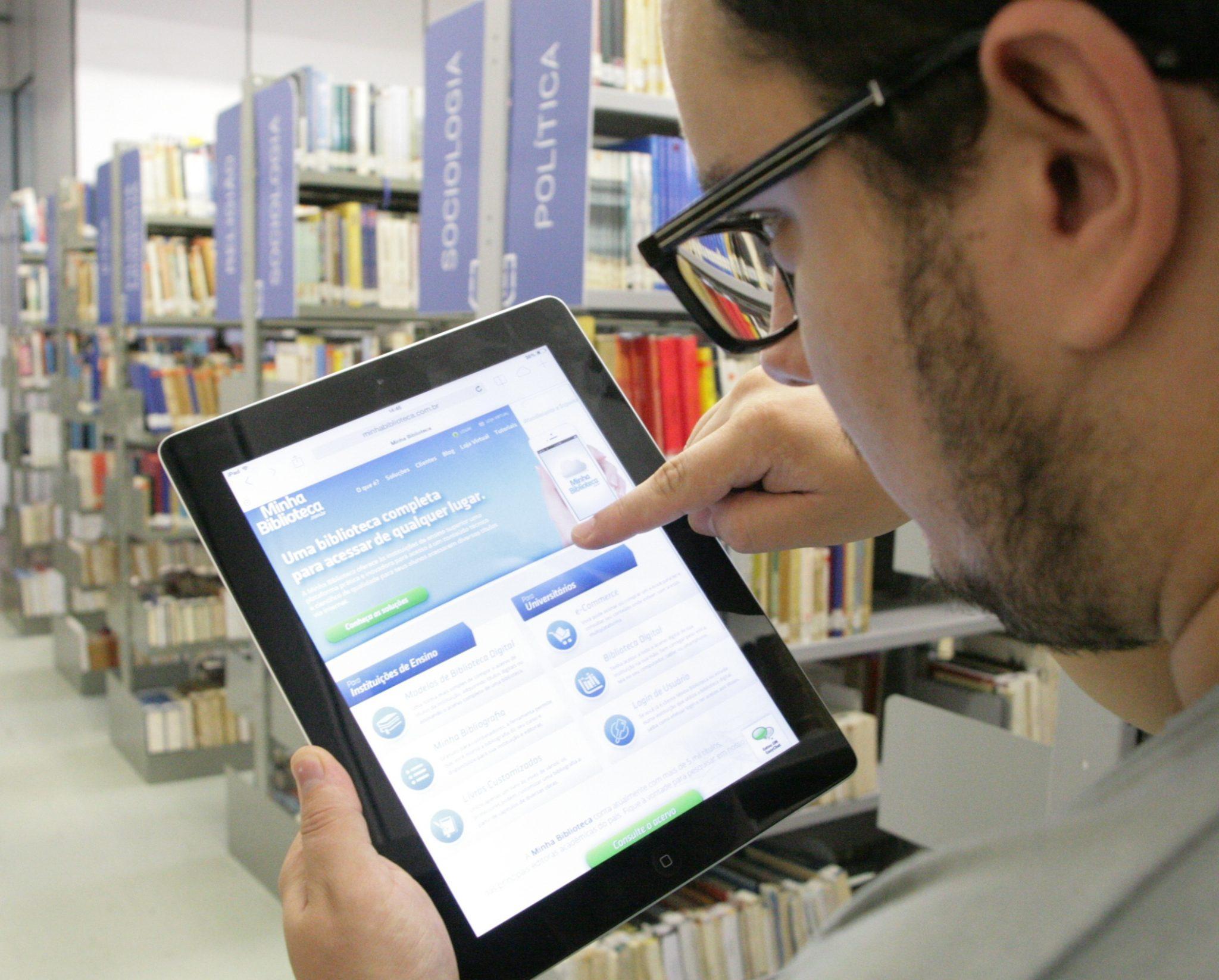 tablet-acesso-biblioteca-digital-sapu-ucpel-universidade