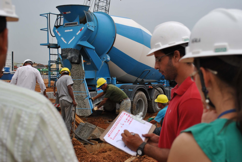 Mercado-trabalho-estudantes-UCPel-Alunos-Engenharia-Civil-fazem-estágio-canteiro-obras