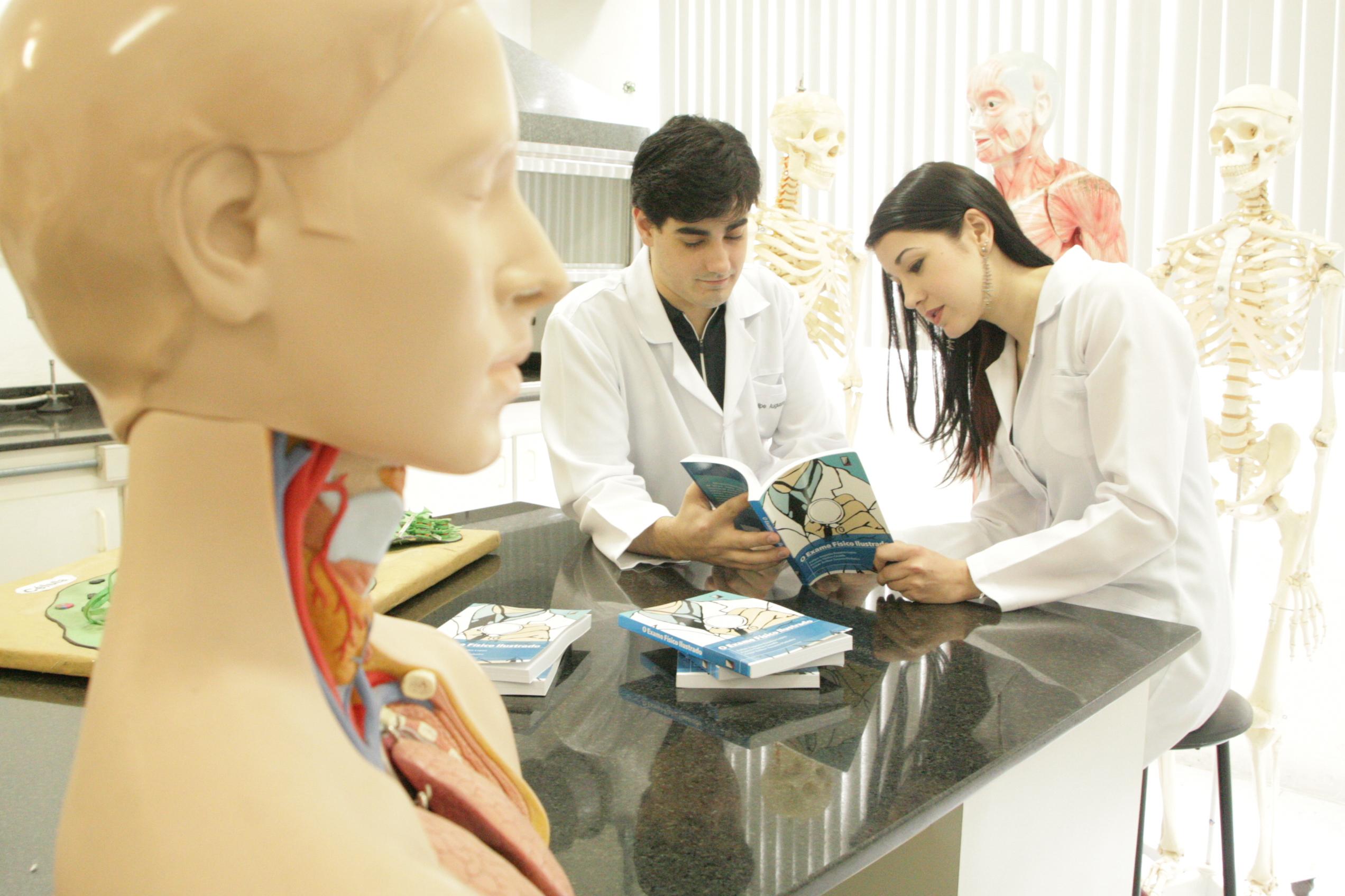 medicina-ucpel-estudantes editam livro
