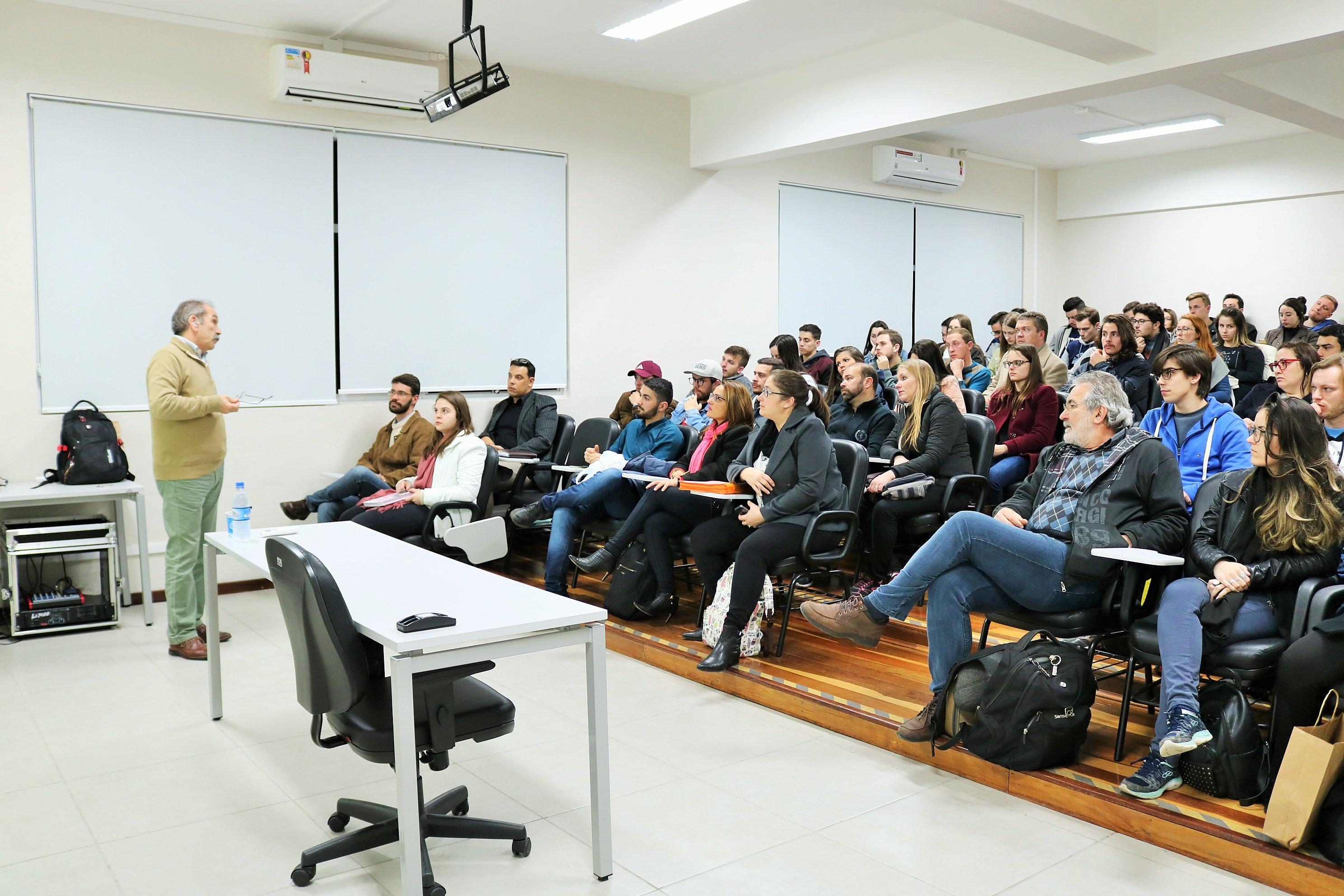 palestra-luiz-carvalho-diretor-grupo-guanabara-curso-administração