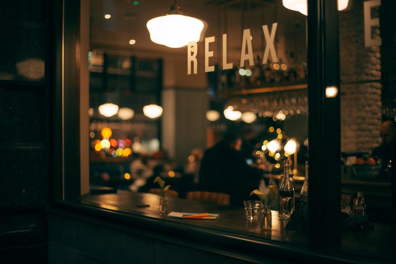 imagem de um bar com a mensagem relax - rotina de estudos