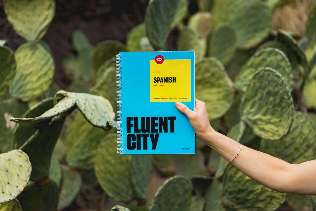 livro fluent city; fluência em espanhol