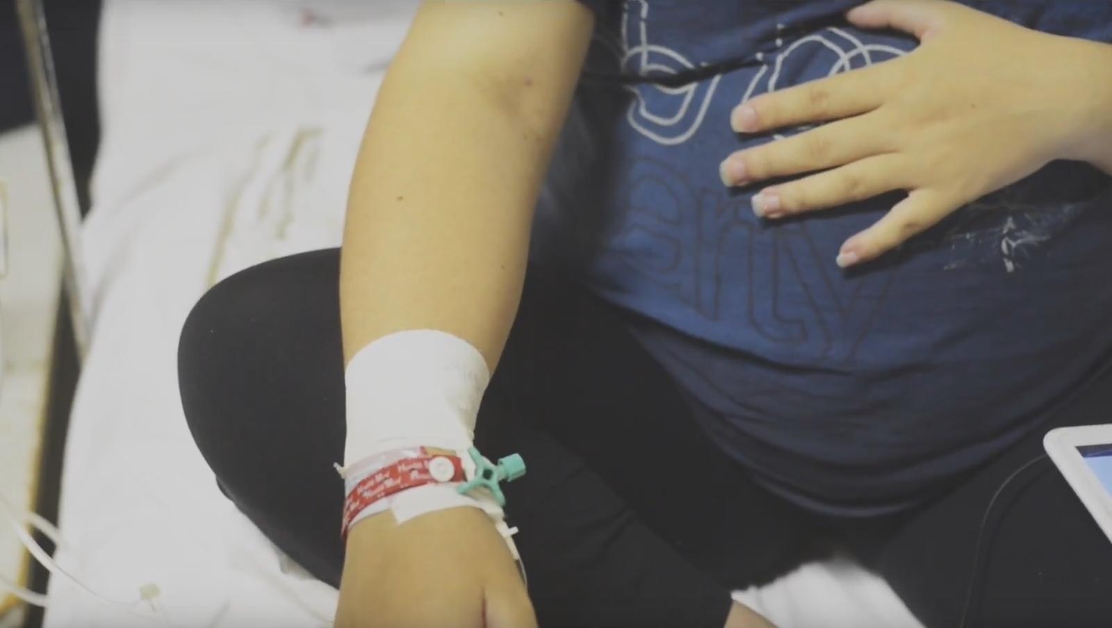 projetos da UCPel: detalhe de mulher grávida com mão na barriga
