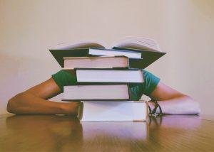 pessoas-atrás-dos-livros