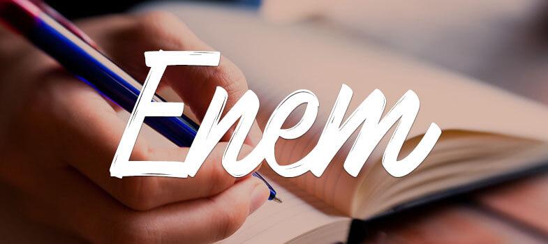 mão escrevendo em um caderno; enem