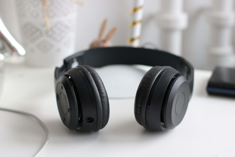 fone-ouvido-musicas-estuar-ucpel