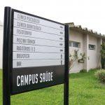 placa-identificacao-campus-saude-ucpel-pelotas
