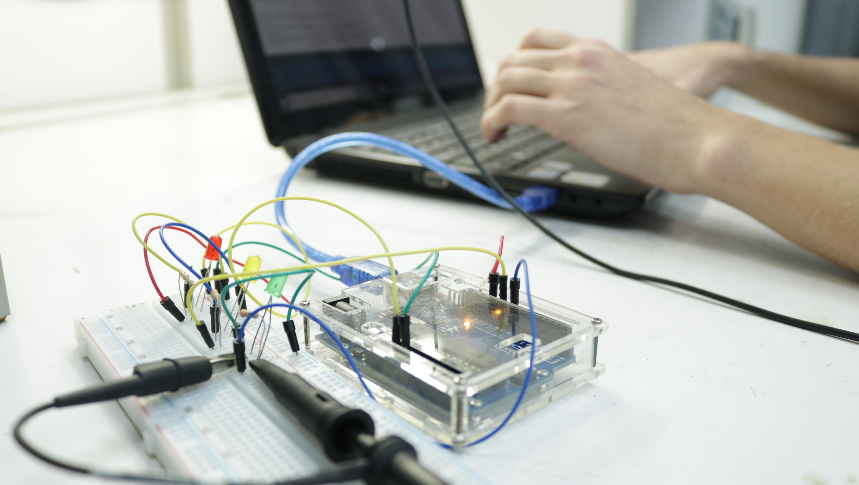 equipamento utilizado pelos alunos do curso de engenharia da computação