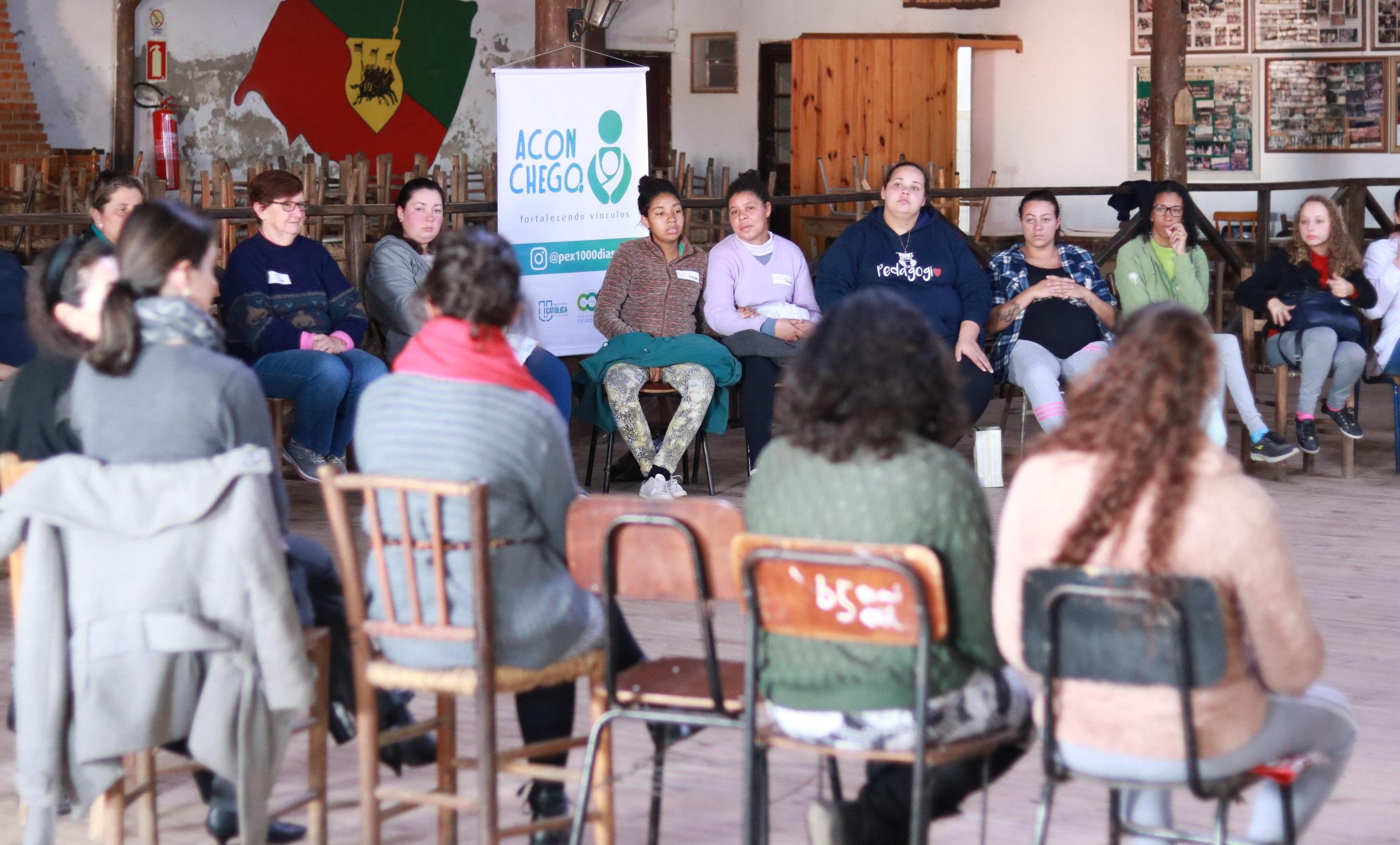 gestantes participando de reunião do projeto aconchego desenvolvido pelo curso de odontologia da ucpel