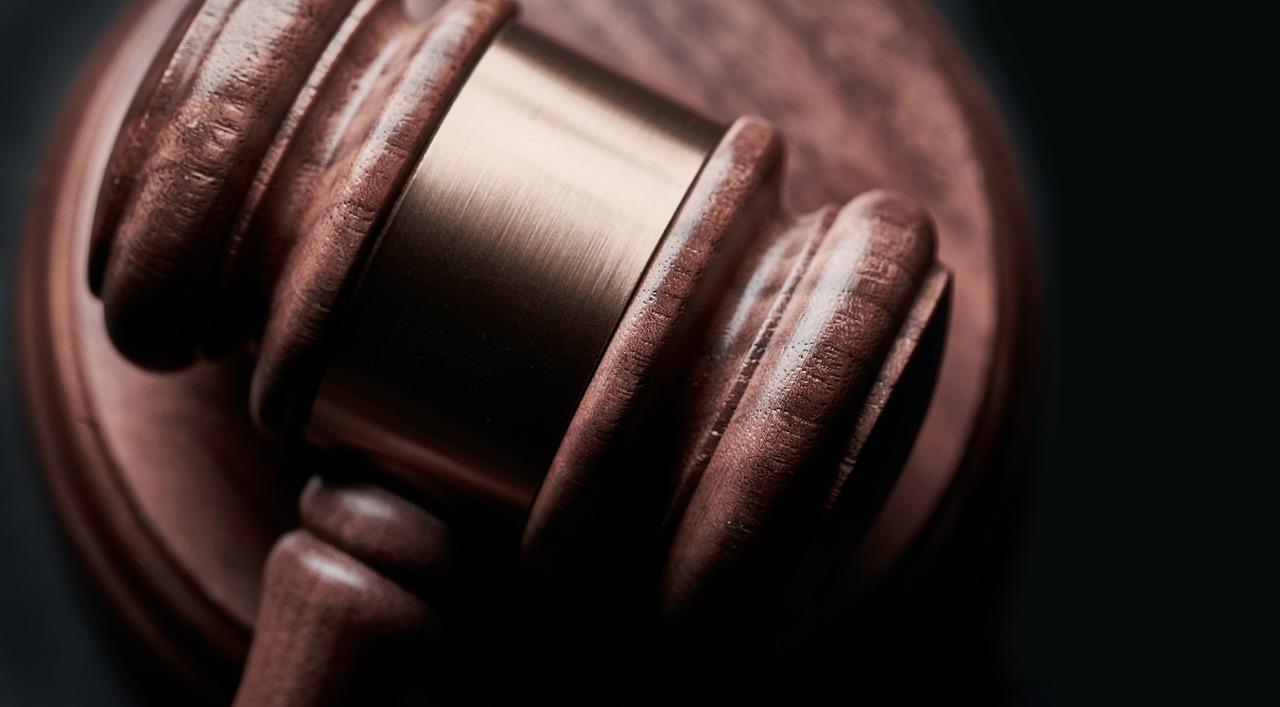 Detalhe de um malhete ou martelo de juiz
