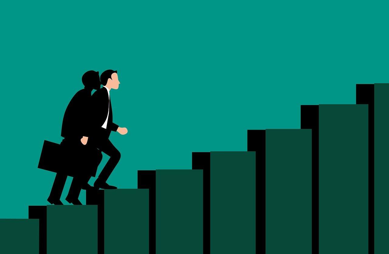 Homem sobe escada em busca do sucesso em uma das profissões