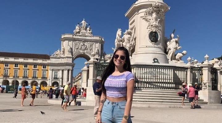 Julia Paiva realizou intercâmbio em Psicologia na cidade de Lisboa, Portugal