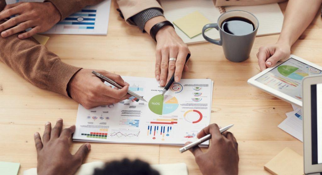 Análise dados é uma das características do MBA em Gestão Estratégica de Negócios